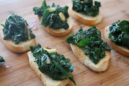 kale-crostini-main